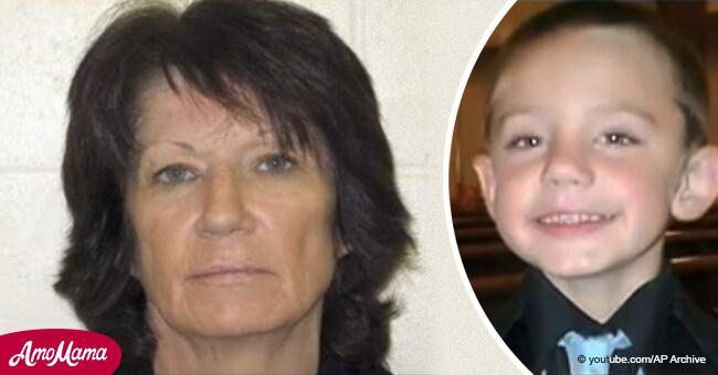 2 ans après la disparition d'une mère et de son fils, la police visite la maison de sa grand-mère et trouve un mur caché