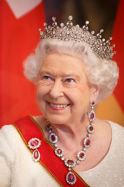Queen Elizabeth II at a State Banquet in Berlin, Germany.| Photo: Getty Images