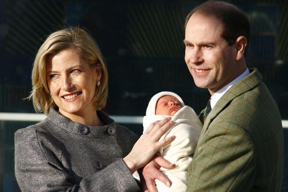 Sophie Rhys-Jones and Prince Edward at Frimley Park Hospital on December 20, 2007 in Frimley, England | Photo: Getty Images