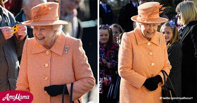 La reine se présente à l'église en manteau de pêche chic alors qu'elle s'apprête à célébrer 67 ans sur le trône