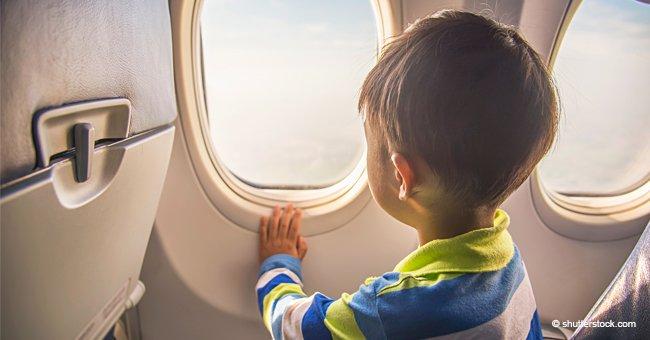 Un petit garçon dans un avion n'arrêtait pas de pleure jusqu'à ce qu'un vieil homme se dirige droit vers lui