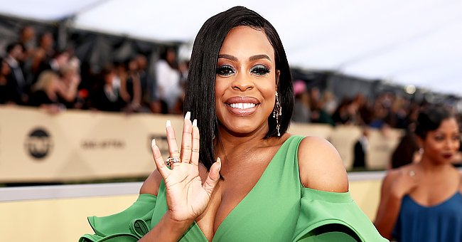 'Claws' Star Niecy Nash Flaunts Her Makeup Posing in Animal-Print Top with a Matching Headband