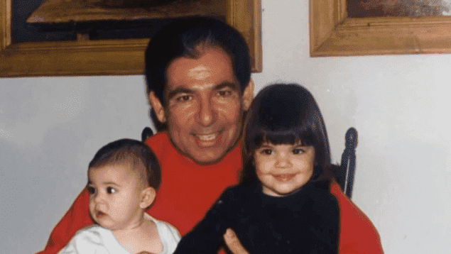 Photo of Robert Kardashian with Kylie and Kendall | Source: YouTube/OWN