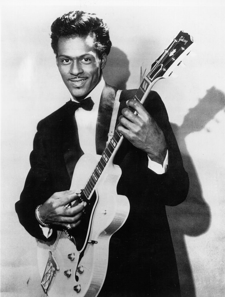 Rock and roll musician Chuck Berry poses for a portrait holding his Gibson hollowbody electric guitar in circa 1958 | Photo: Getty Images