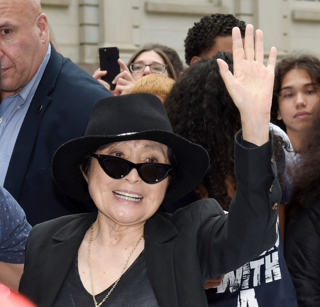 Yoko Ono assiste au lancement de Come Together NYC par le John Lennon Educational Tour Bus présenté par OWC à l'hôtel de ville le 13 septembre 2018 à New York. | ¨Photo : Getty Images