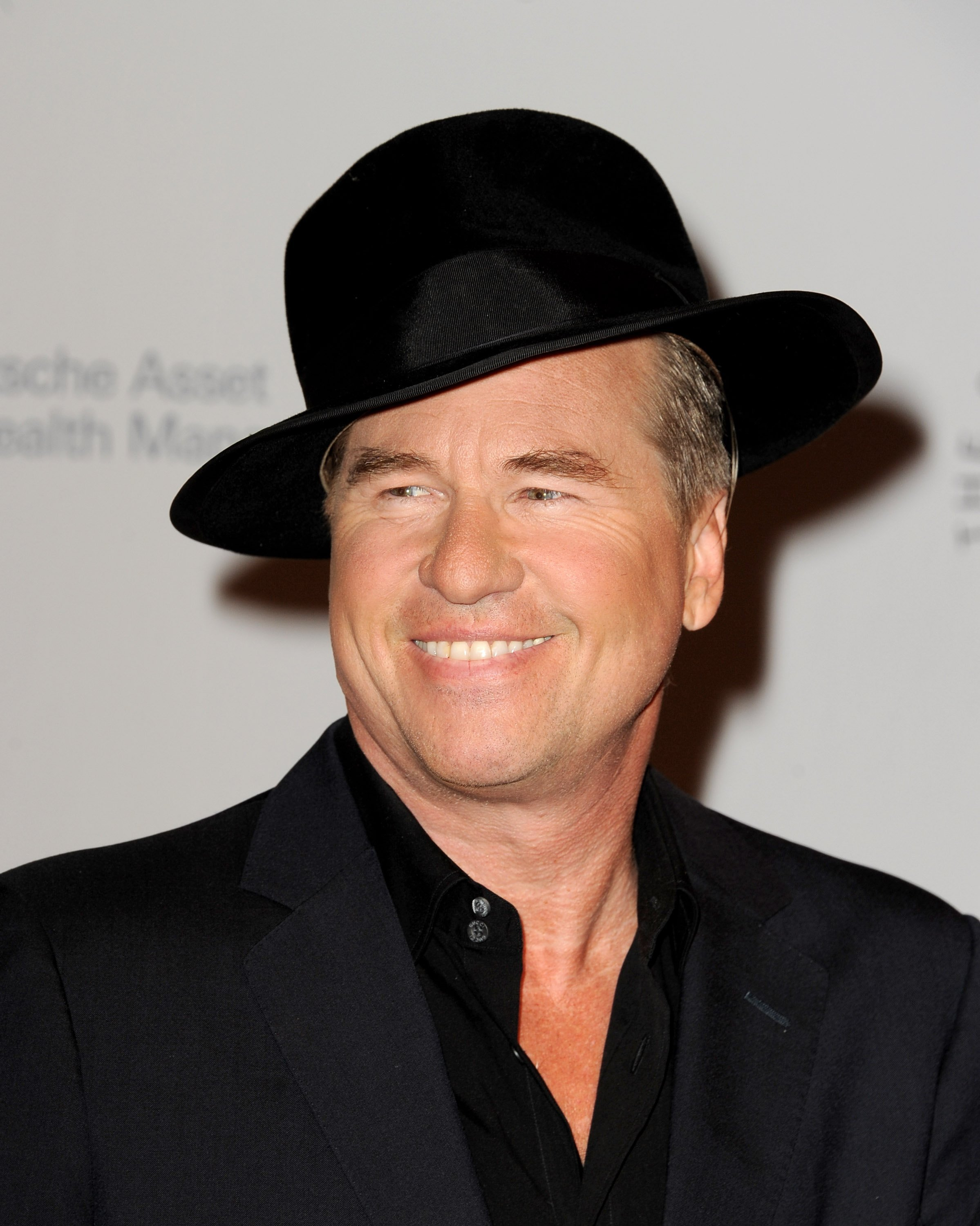 "Val Kilmer arrives at the 23rd Annual Simply Shakespeare Benefit reading of ""The Two Gentleman of Verona"" at The Broad Stage. 