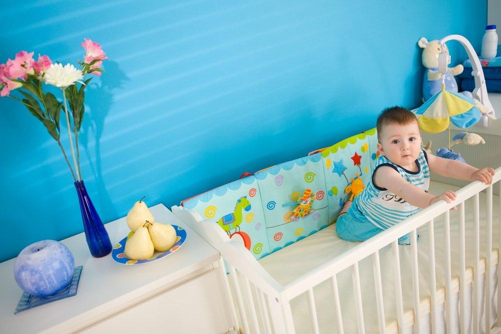 Un bébé dans un berceau | Photo : Shutterstock