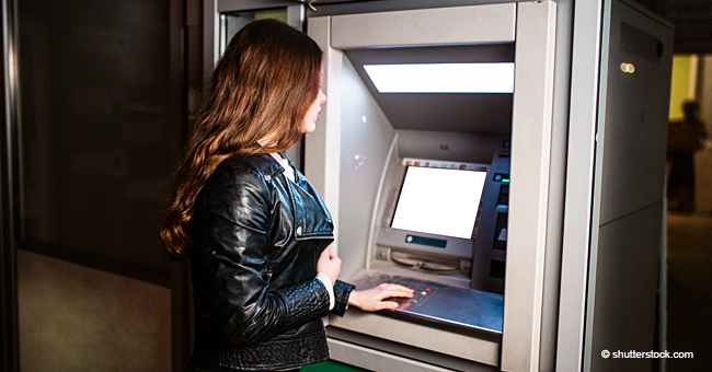Un homme vole de l'argent à une femme mais le rend après avoir vu le solde de son compte bancaire