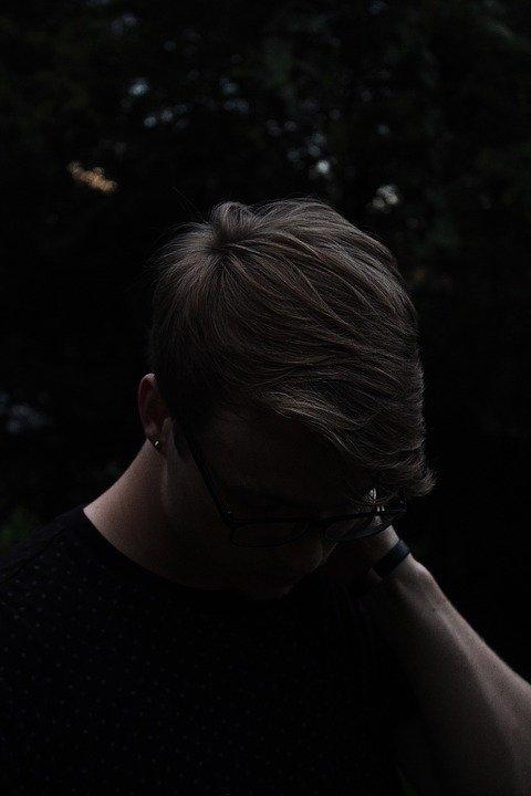 Hombre angustiado. | Imagen: Max Pixel