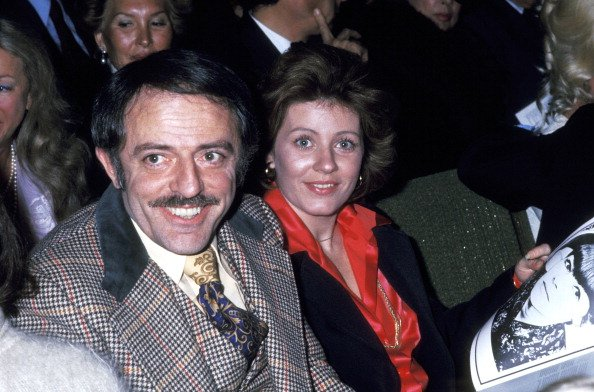 John Astin y Patty Duke en el teatro Huntington Hartford en Hollywood, Estados Unidos. Foto: Getty Images