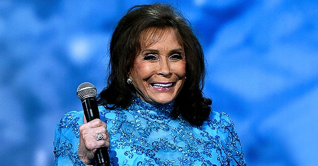 Loretta Lynn Celebrates 40th Anniversary of Oscar-Winning Film 'Coal Miner's Daughter'