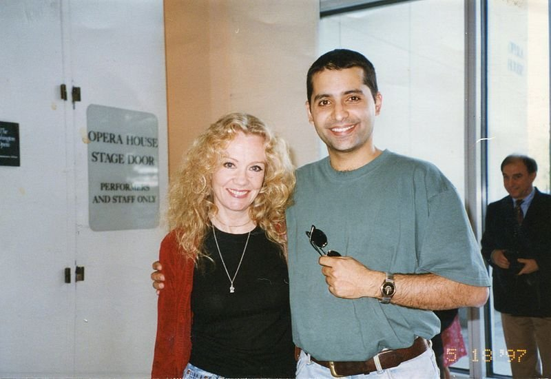 Hayley Mills and Firdous Bamji at the Kennedy Center, Washington D.C., 1997. | Source: Wikimedia Commons