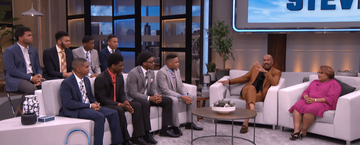 "The eight recipients of the Kent State University Scholrship (L) with Steve Harvey and Kent State Executive Director Sonya Williams (R) on the ""Steve"" show. 