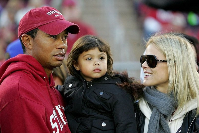 Tiger Woods, his daugher Sam, and his wife Elin Nordegren at Stanford Stadium on November 21, 2009 | Photo: Getty Images