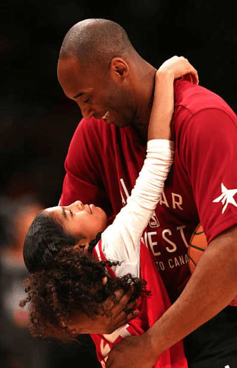 Kobe Bryant hugs his daughter Gianna Bryant during the NBA All-Star Game, at the Air Canada Centre, on February 14, 2016, in Toronto | Source : Elsa/Getty Images