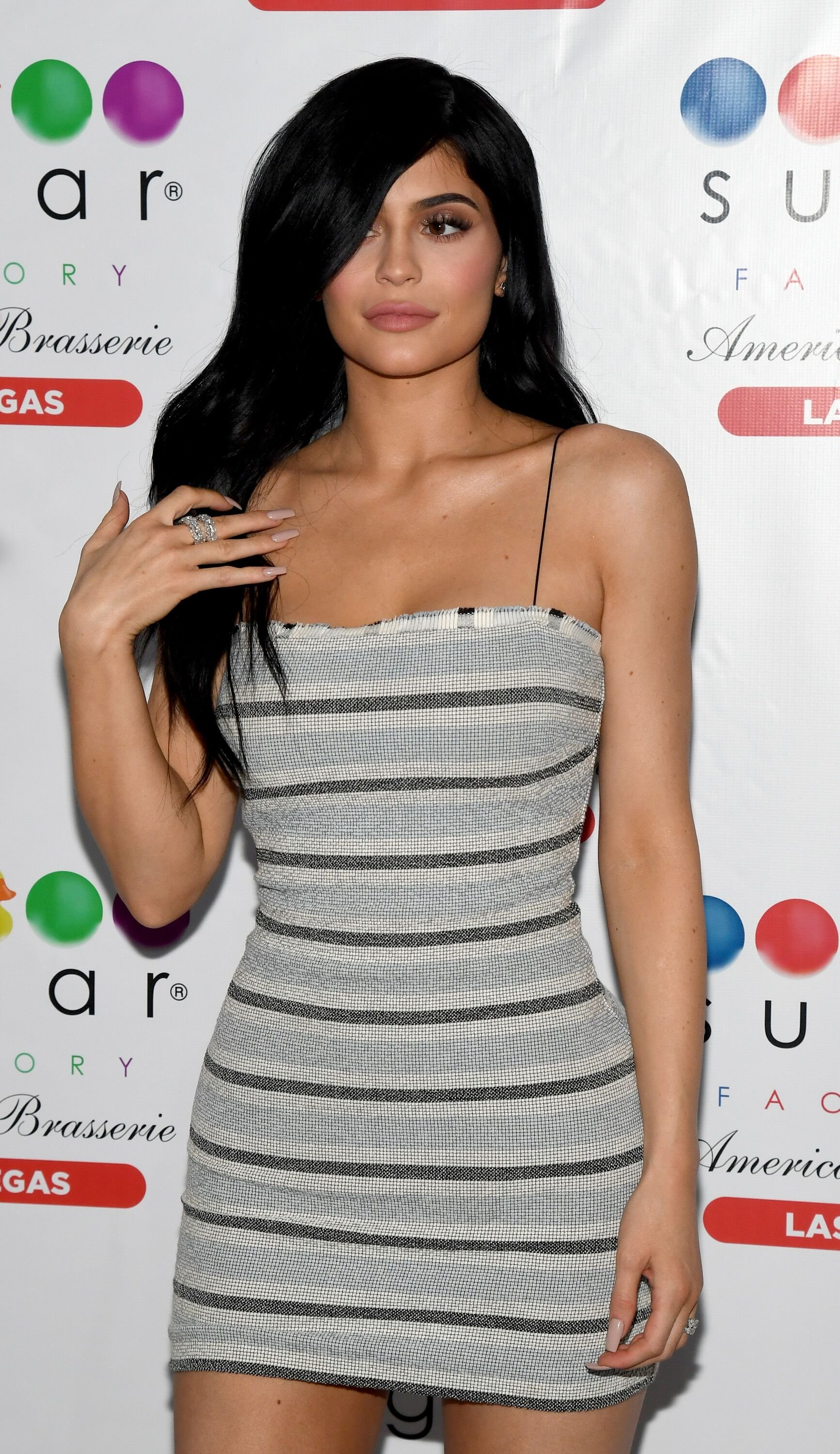 Kylie Jenner pose à l'intérieur de la Sugar Factory American Brasserie. | Photo : Getty Images