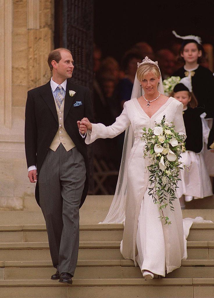 Sophie, Gräfin von Wessex und ihr Ehemann bei der Hochzeit | Quelle: Getty Images