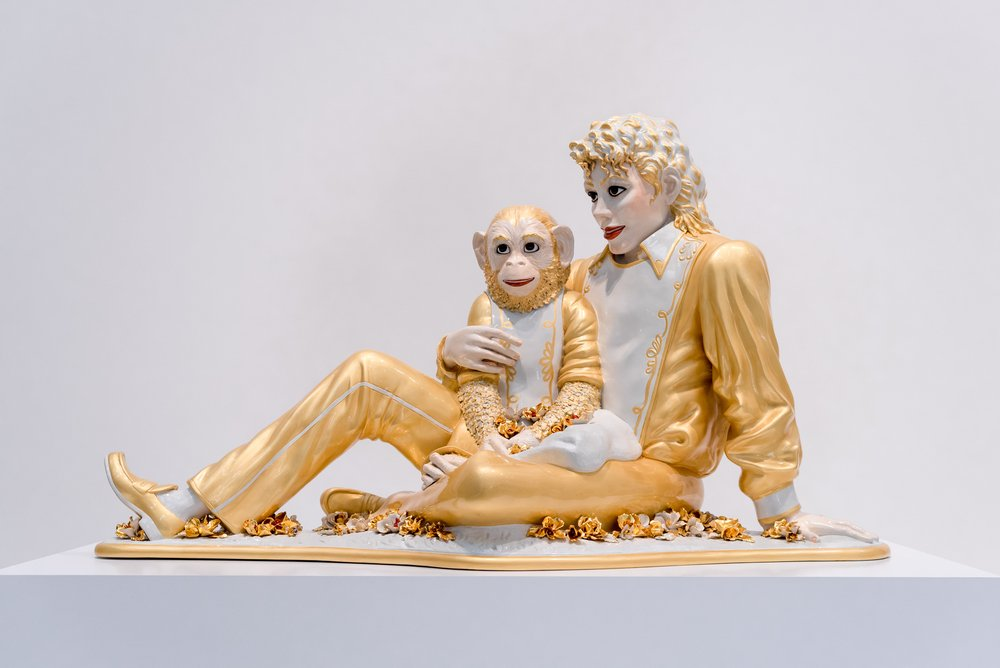 Michael Jackson and Bubbles' Sculpture | Photo: Shutterstock