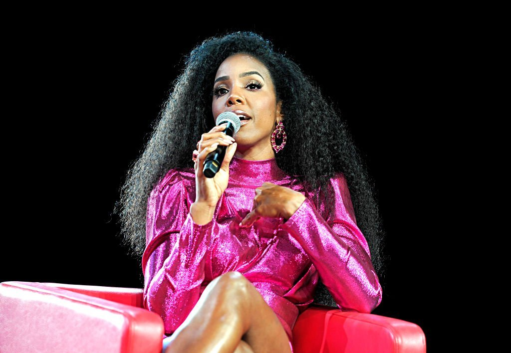 Kelly Rowland speaks onstage during Beautycon Festival Los Angeles 2019 at Los Angeles Convention Center | Photo: Getty Images
