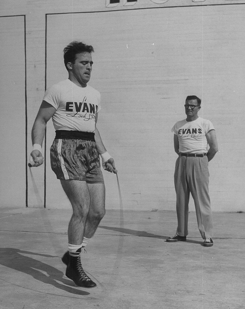 Marcel Cerdan en train de sauter à la corde | Photo : Getty Images