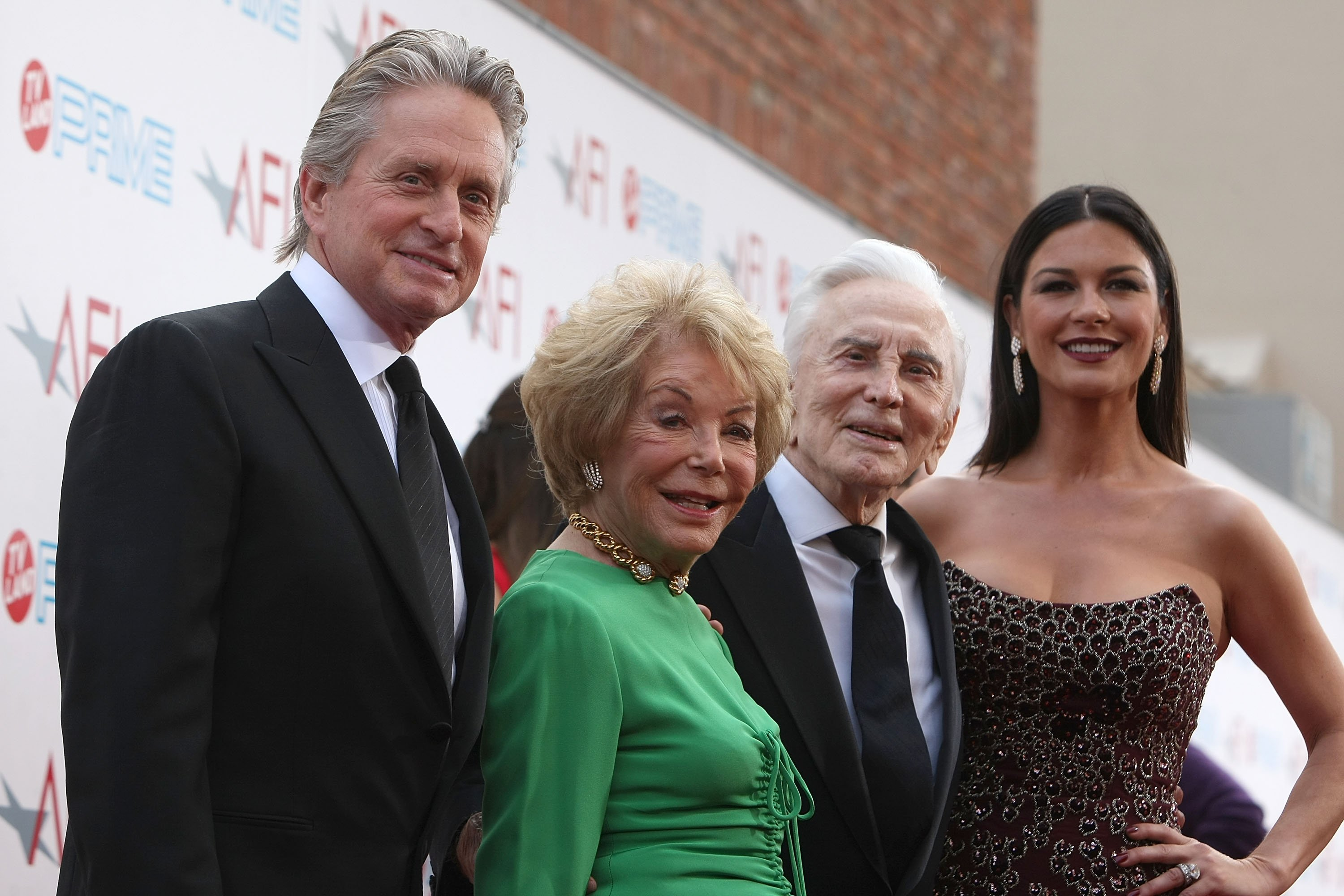 Michael Douglas, Anne Buydens, Kirk Douglas, and Catherine Zeta-Jones. l Image: Getty Images.