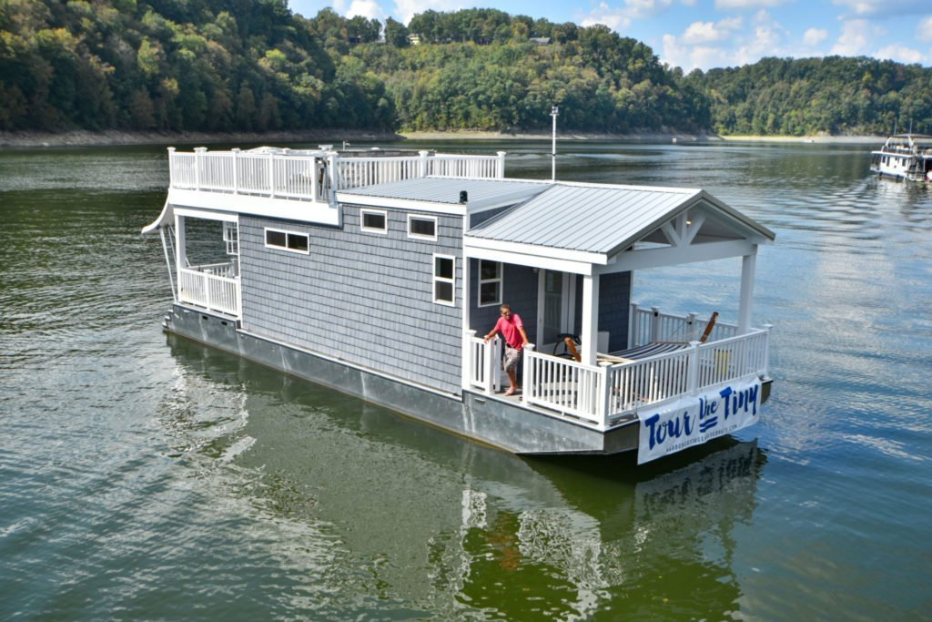The Tiny Houseboat has plenty amenities at a low cost. | Photo: Harbor Cottage House Boats.