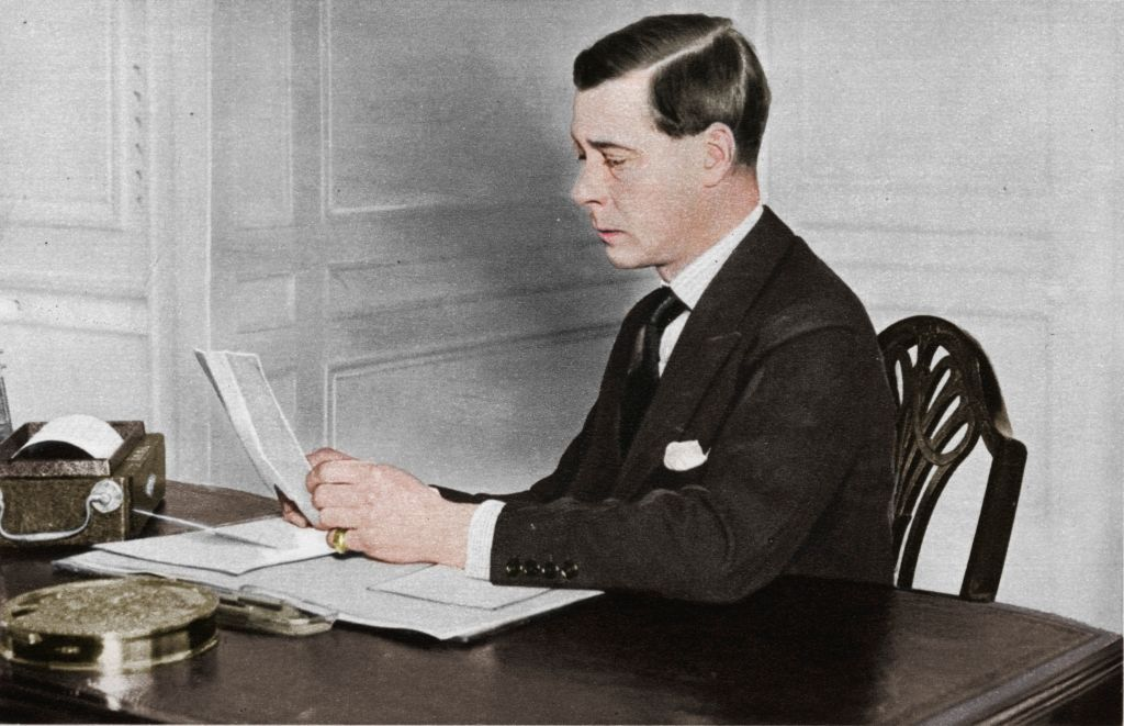 Edward VIII working in his office on January 01, 1936 | Photo: Getty Images