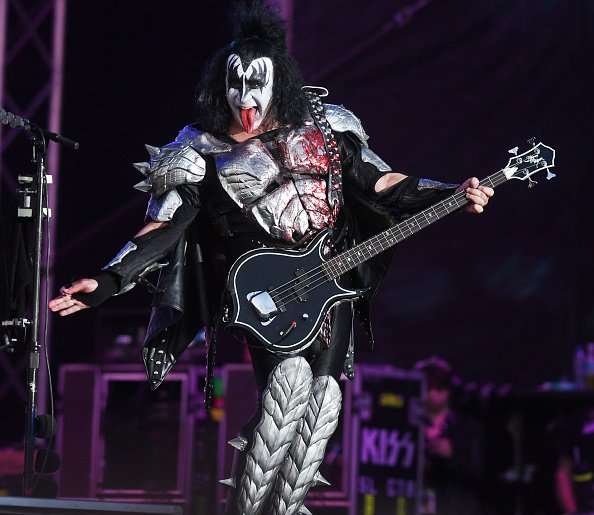 Gene Simmons se produit au festival Tons Of Rock à Ekebergsletta à Oslo, en Norvège. | Photo: Getty Images