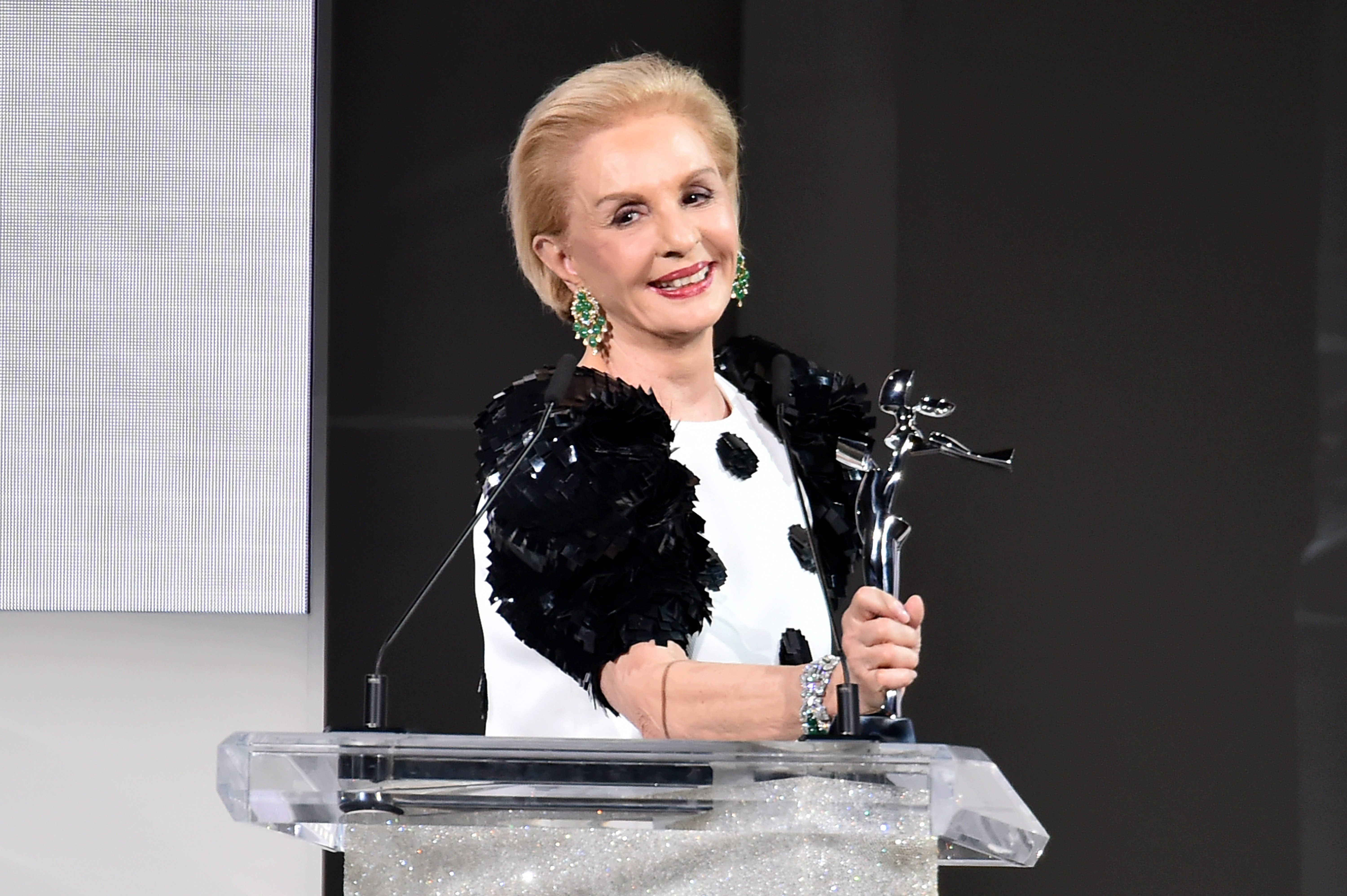 Carolina Herrera aceptando el Premio CFDA Founders 2018 en los CFDA Fashion Awards 2018 en Brooklyn, Nueva York || Foto: Getty Images