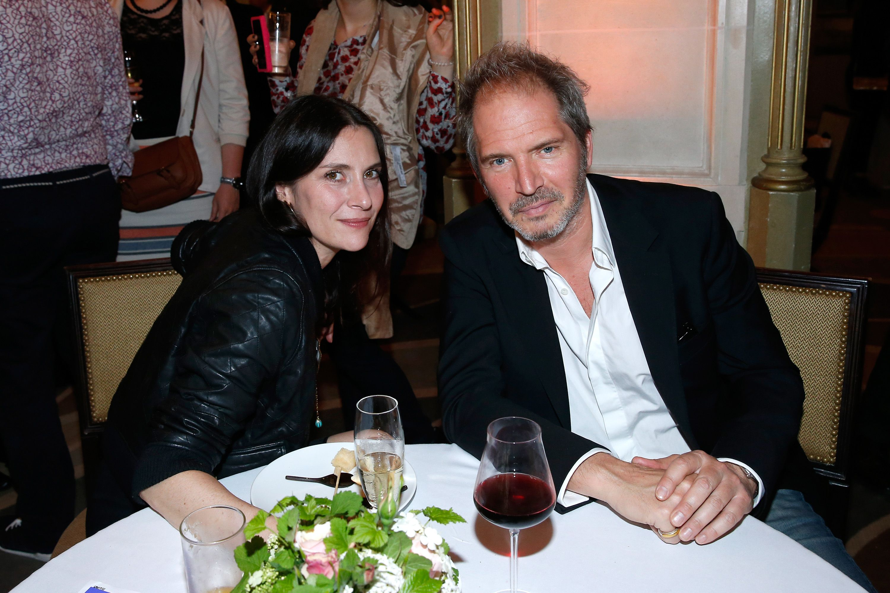 Christopher Thompson et son épouse l'actrice Geraldine Pailhas au Grand Palais. | Photo : Getty Images