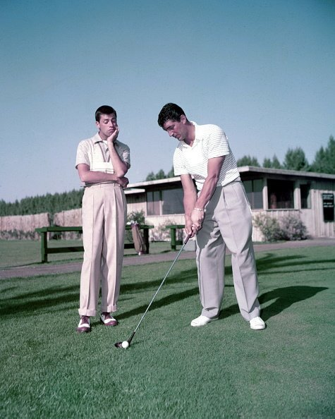 Dean Martin and Jerry Lewis on a golf course in USA, circa 1952. | Photo: Getty Images