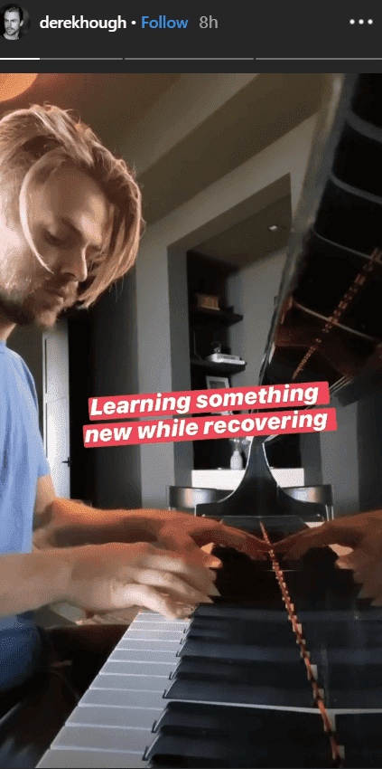 While recovering at home after appendicitis surgery, Derek Hough sitting in front of a piano and he learns to play the piano | Source: instagram.com/derekhough