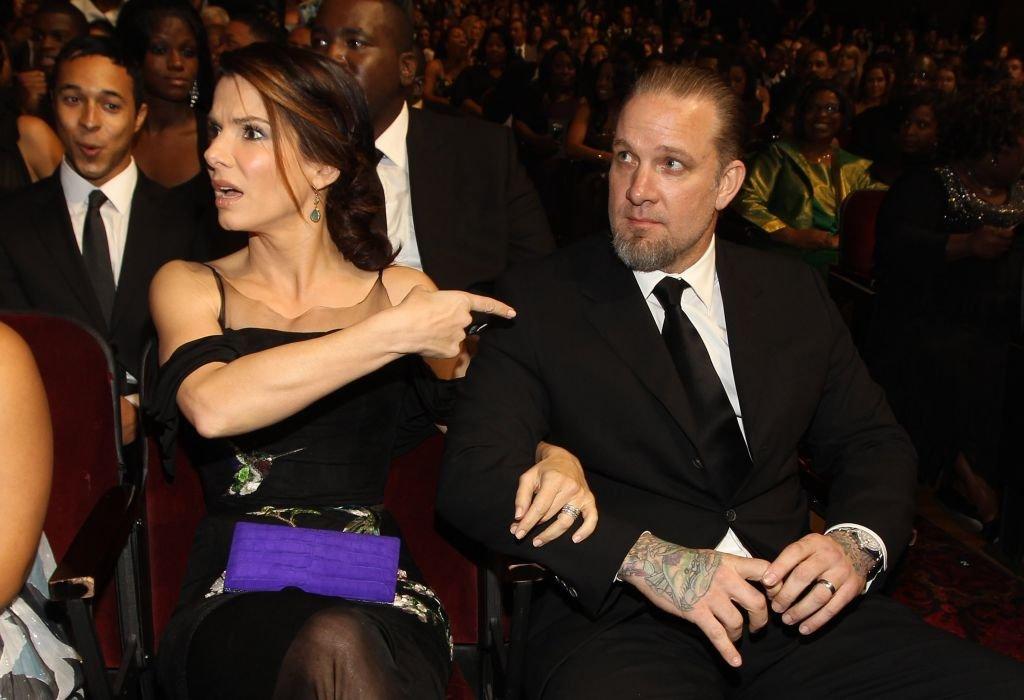 Sandra Bullock et Jesse James aux NAACP Image Awards le 26 février 2010 à Los Angeles, en Californie. | Image: Getty Images