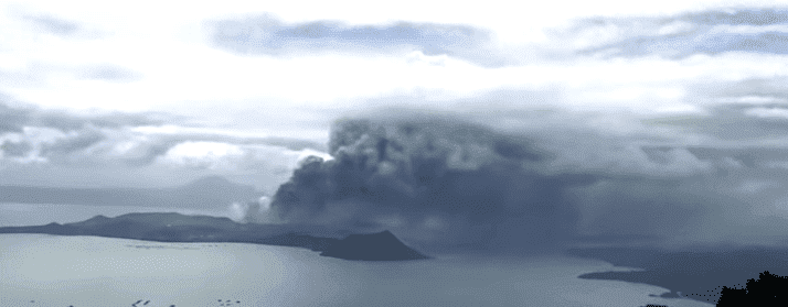 Footage taken of the eruption of Taal volcano on January 13, 2020. | Source: YouTube/The Sun.