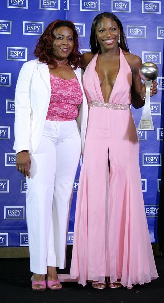 Serena Williams et sa soeur Yetunde Price. | Photo : Getty Images