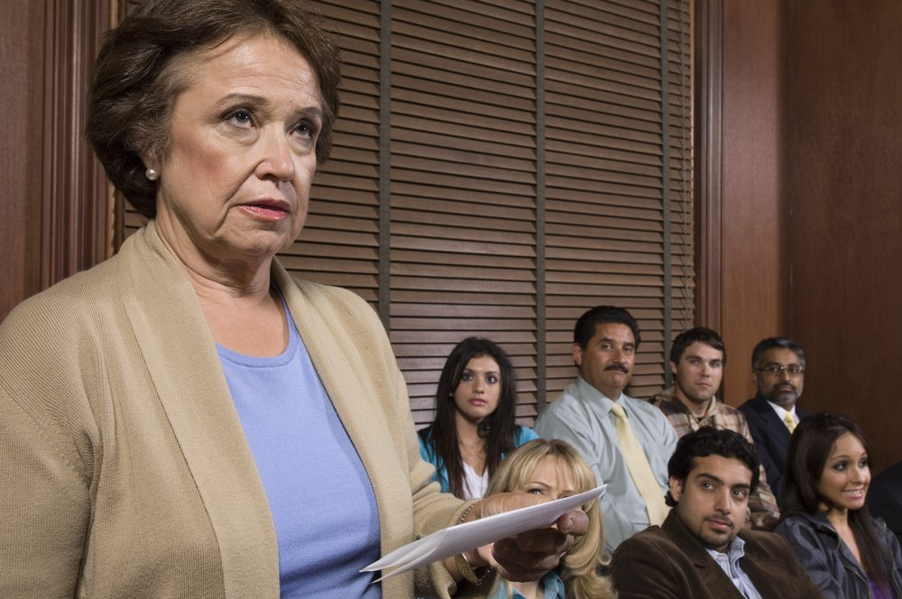 Elderly lady in the courtroom | Photo: Shutterstock