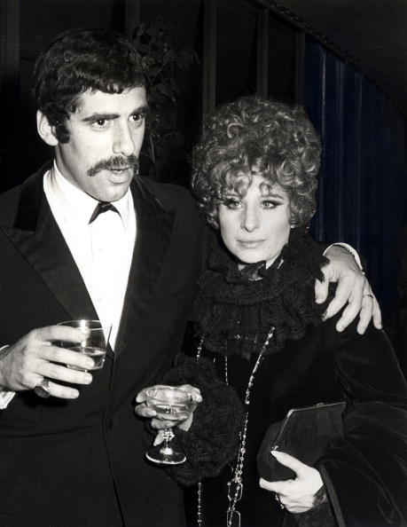 Elliot Gould and Barbra Streisand pictured in January 1968. | Photo: Getty Images