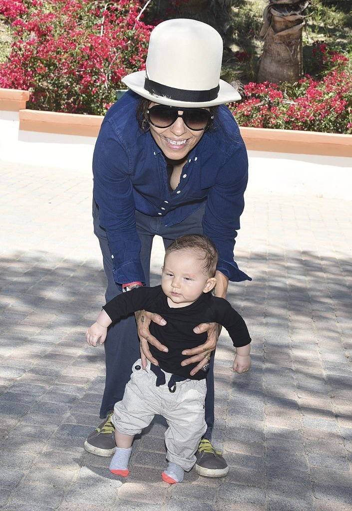 Linda Perry and son Rhodes Emilio Gilbert Perry attend Peak Mind Foundation Hosts A Talk With His Holiness The 14th Dalai Lama  | Getty Images / Global Images Ukraine