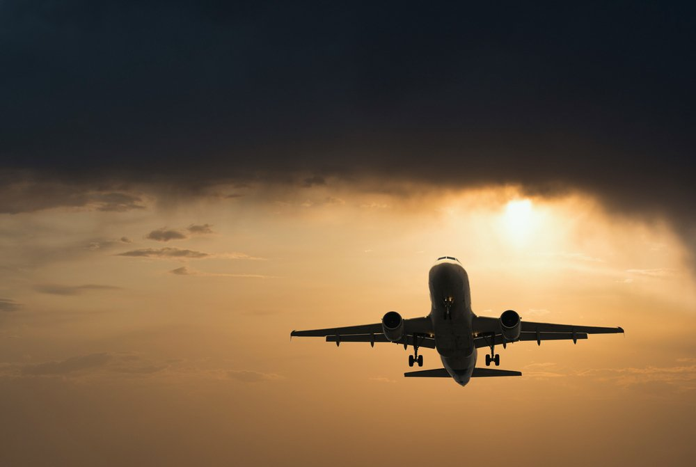 A photo of a passenger plane taking off | Photo: Shutterstock