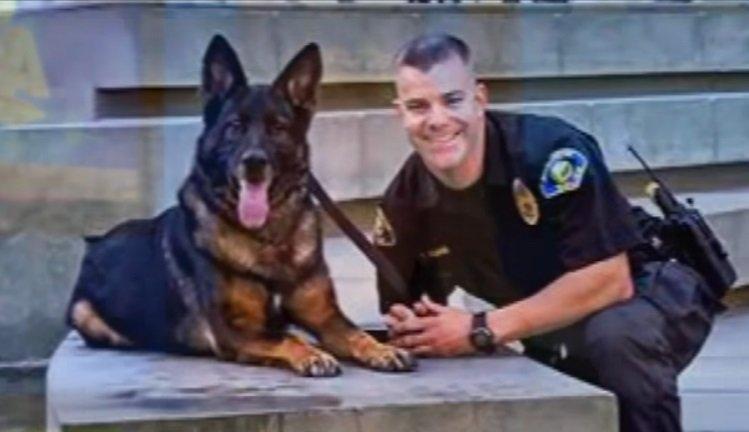 Oficial y su compañero Bruno | Foto: YouTube/ABC News