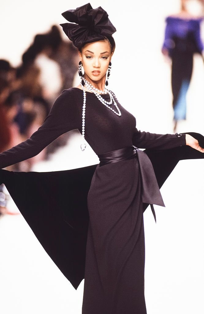 Tyra Banks walks the runway at the Yves Saint Laurent Ready to Wear Fall/Winter 1992-1993 | Source: Getty Images