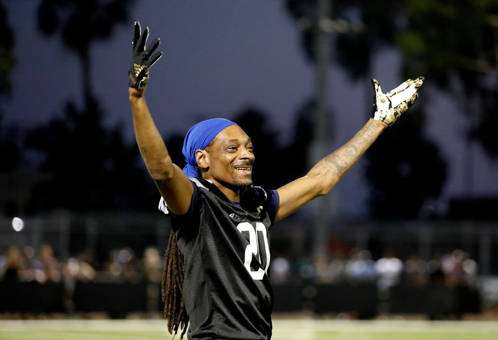 Snoop Dogg participates in the 5th annual Athletes vs Cancer Celebrity Flag Football Game on August 12, 2018 in Los Angeles, California. | Photo: Getty Images