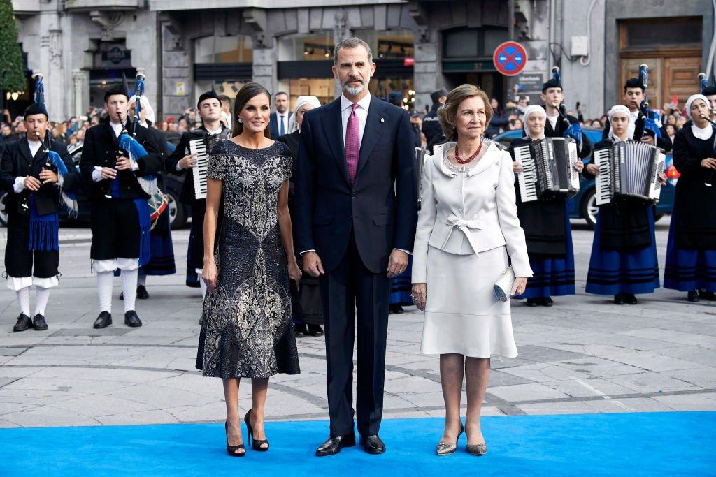 La reina Letizia, el rey Felipe VI y la reina Sofía de España.  Fuente: Getty Images
