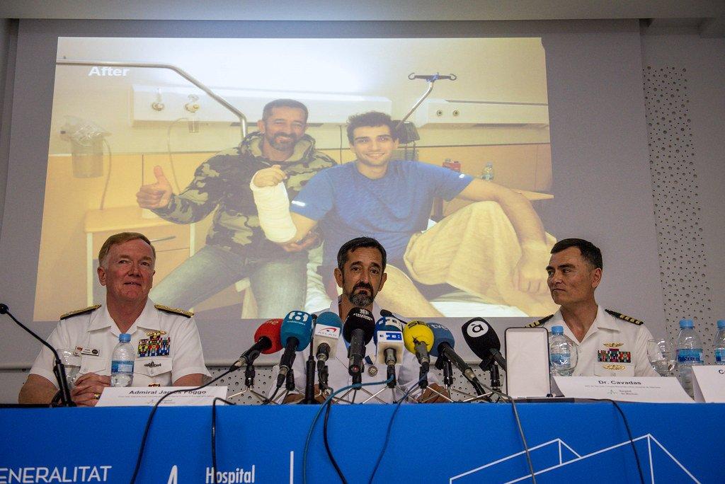 El doctor Cavadas ofrece conferencia de prensa el día cuando recibió la condecoración de las Fuerzas Navales de EEUU. | Foto: Flickr