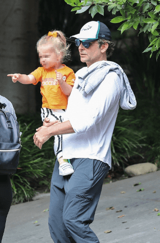 Bradley Cooper out with daughter Lea on Wednesday | Photo: Hollywoodlife