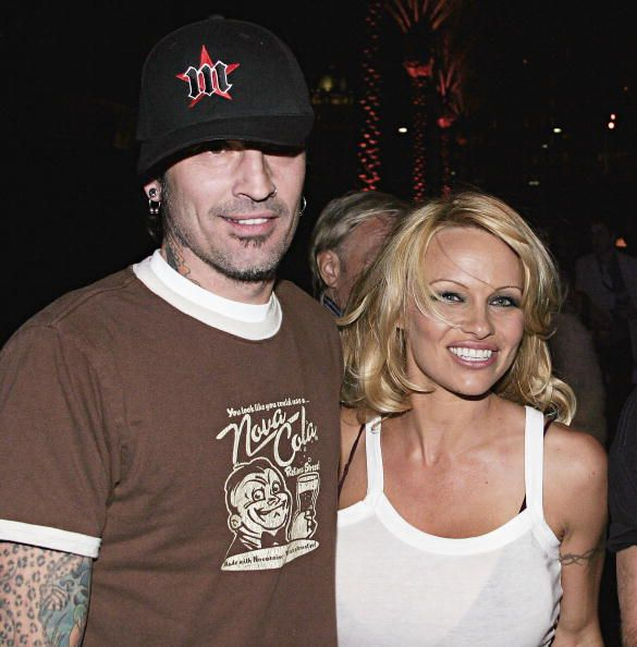 Pamela Anderson and Tommy Lee at the Rodeo Drive Walk of Style Event Honoring Tom Ford on March 28, 2004 in Beverly Hills, California. | Photo: Getty Images