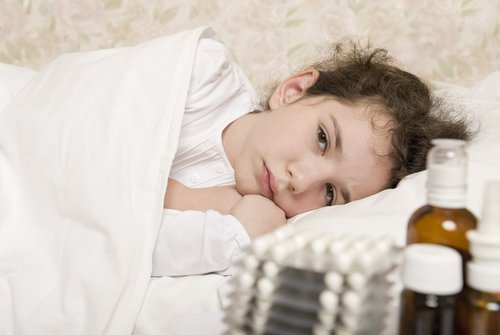 A sick child in bed. | Source: Shutterstock