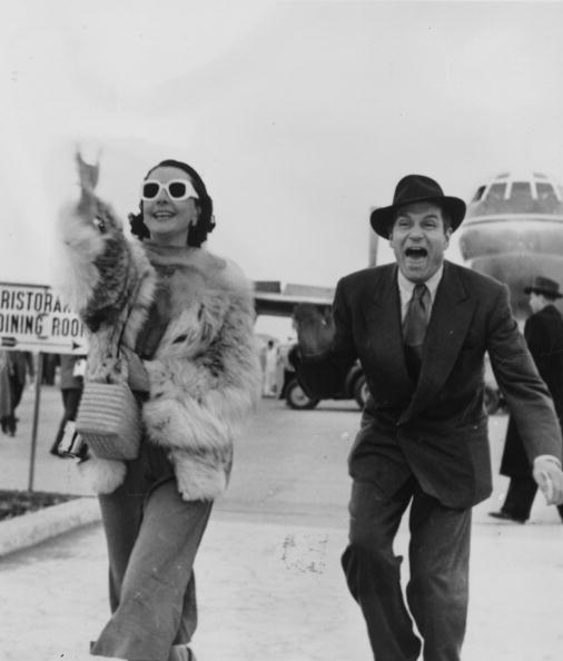 Laurence Olivier and Vivien Leigh arriving at Rome airport | Photo: Getty Images