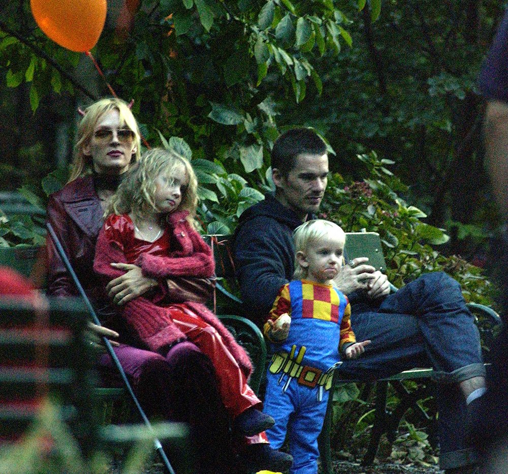 Ethan Hawk visiting Uma Thurman and their children for Halloween in New York City, in October 2003. | Image: Getty Images.
