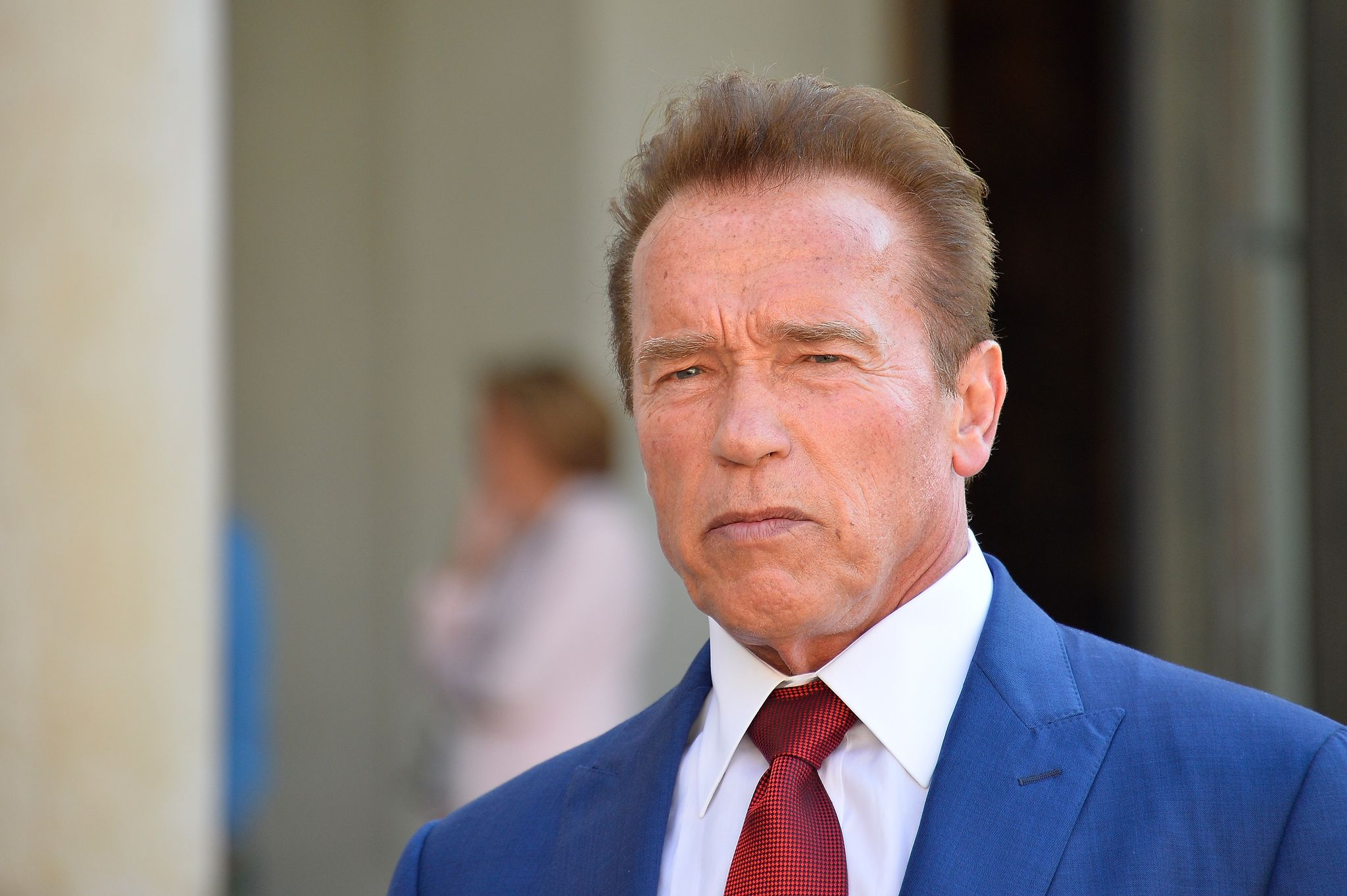 Arnold Schwarzenegger addresses the press as he leaves after meeting French President Emmanuel Macron at the Elysee Palace on June 23, 2017 | Photo: Getty Images